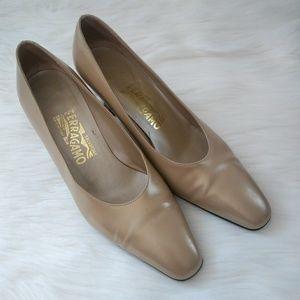 SALVATORE FERAGAMO Nude High Heels Size 8.5B